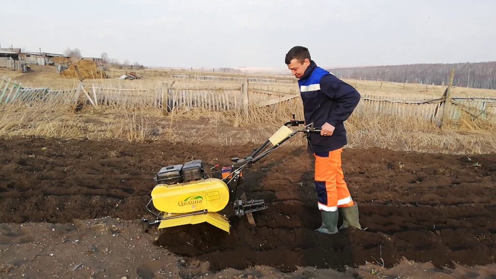 Вспашка земли под картофель